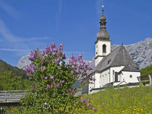 Ramsau Kirche im Sommer